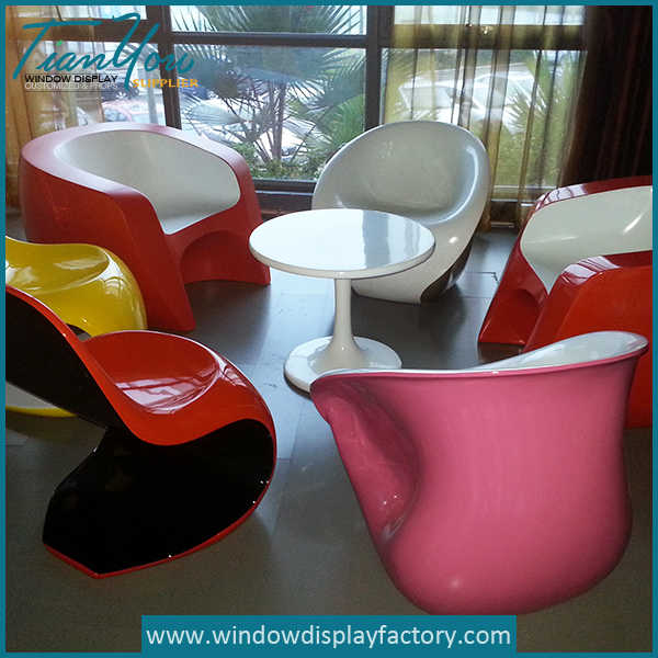 fiberglass table and chairs