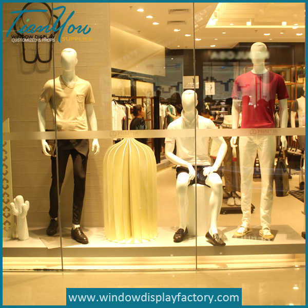 Creative Lovely Resin Props Clothes Window Display