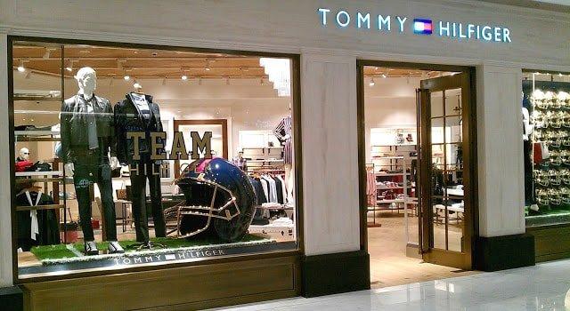 TOMMY HILFIGER WINDOW DISPLAY IN BANGKOK