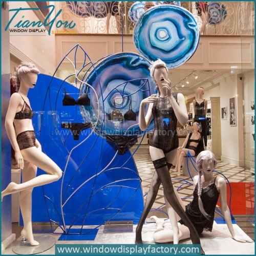 Intimissimi Fall Window Display